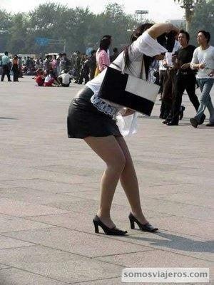 Mujer aplicando técnica escuela china de fotografía