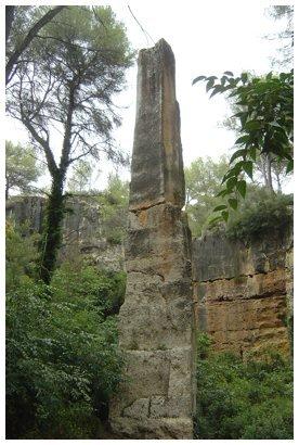 Obelisco de la cantera romana de El medol