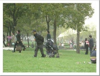 Abuelo chino con carrito