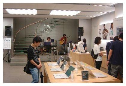 Tienda apple de Tokyo en el interior
