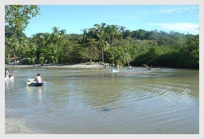 barqueros en el parque nacional de manual antonio