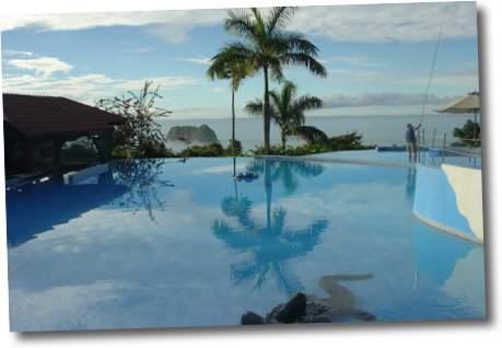 piscina hotel parador costa rica