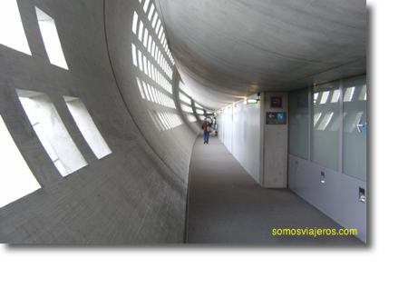 Pasillos del aeropuerto Charles de Gaulle