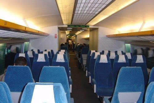 Interior tren Maglev. tren levitación magnética Chino