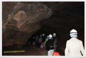 Entrando a la cueva del llano en Fuerteventura