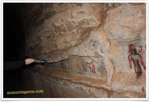 grabados en la cueva del llano en fuerteventura