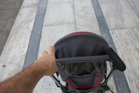 somosviajeros llevando un carrito de niño