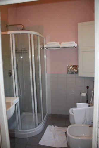 baño habitacion B&B 4rooms