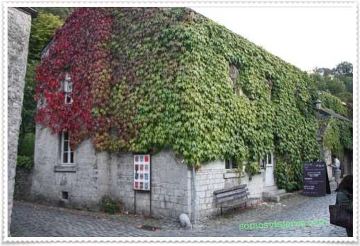 Edificio con vegetación en Durbuy