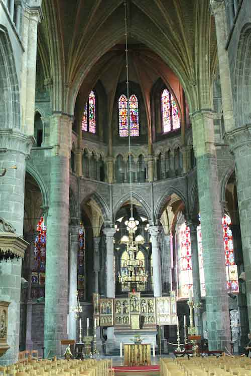 Foto interior Catedral Dinant