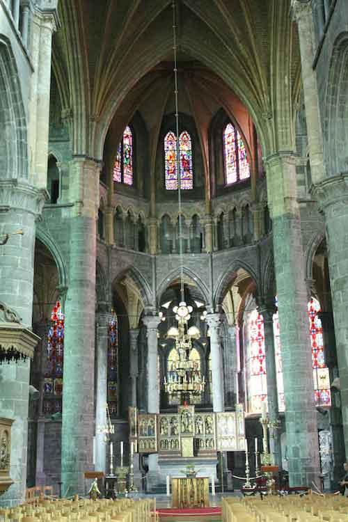 Foto interior Catedral Dinant