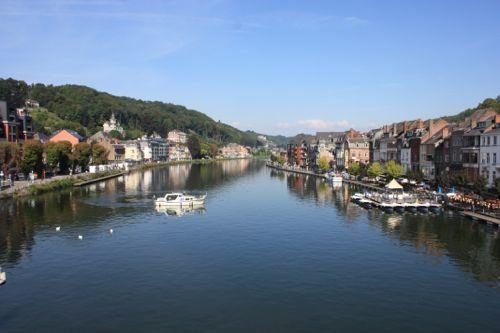 Vistas del rio Mosa en Dinant - Bélgica
