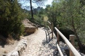 Acceso al toll del vidre en Arnes, Tarragona