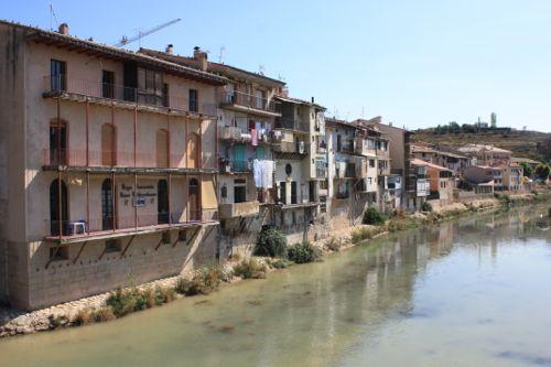 Valderrobres - casas en el río