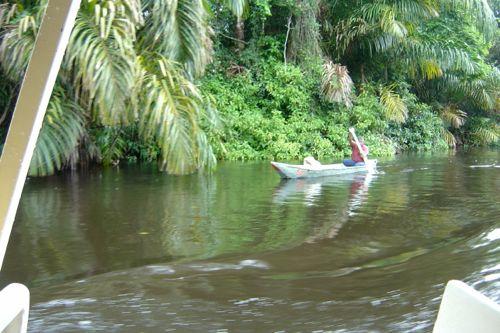 pescador en Tortuguero (Costa Rica)