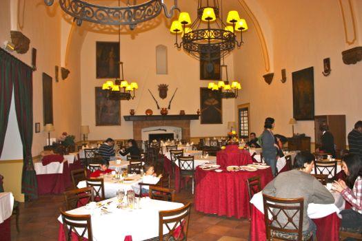 comedor hotel monasterio de piedra