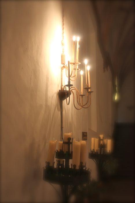 iluminacion interior en hotel monasterio de piedra