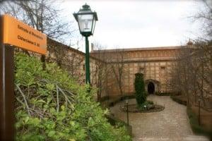 entrada al hotel monasterio de piedra