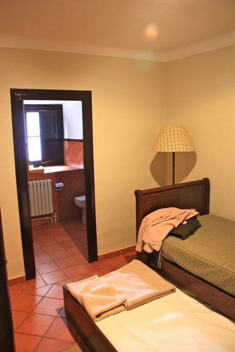 habitacion hotel monasterio de piedra