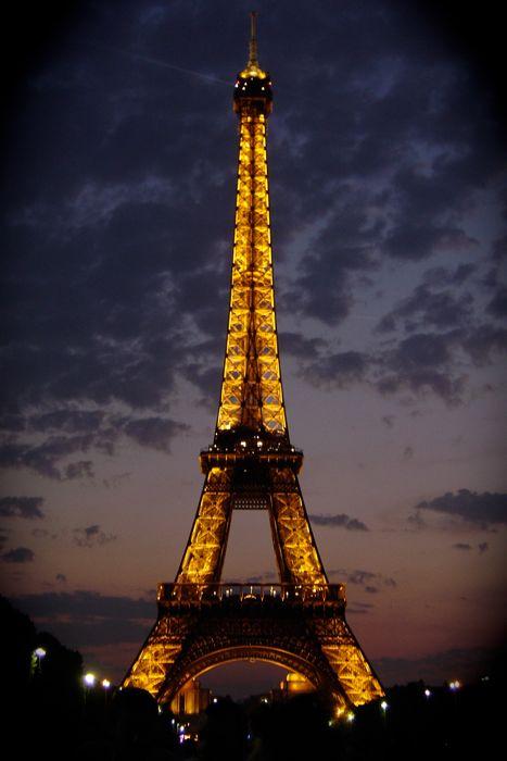 torre eiffel de noche en Paris