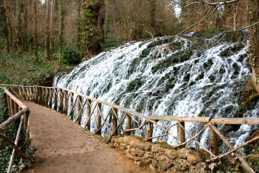 cascada parque natural monasterio de piedra