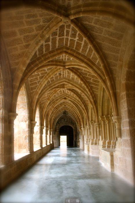 pasillos claustro monasterio de piedra