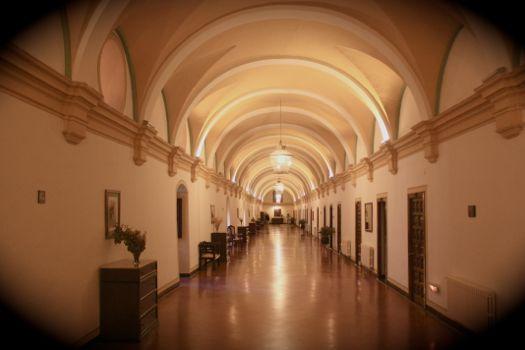 pasillos monasterio de piedra