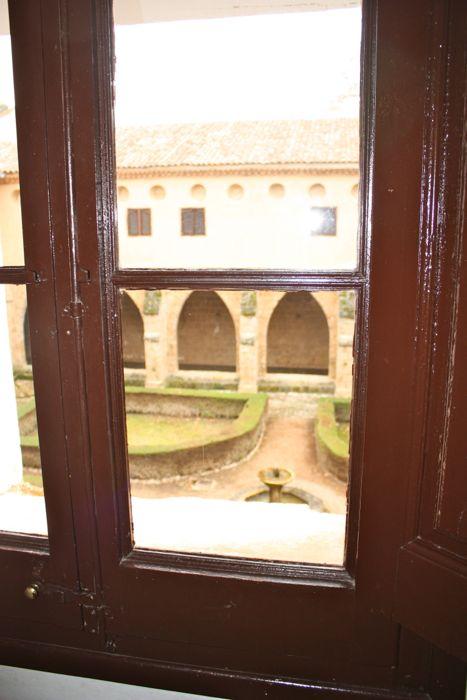 ventana interior vista claustro
