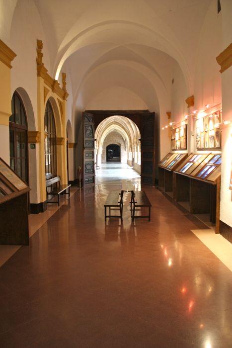 acceso a la visita guiada en el monasterio de piedra