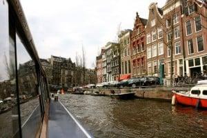 Pase en barco por los canales de Amsterdam