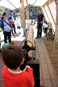 zuiderzeemuseum haciendo una cuerda de pescador
