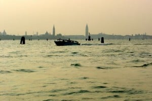 momentos venecianos. Amanecer navegando