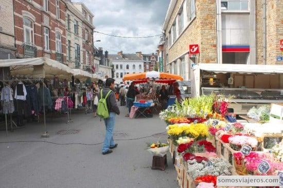 Mercados de Spa. Flores y ambiente animado