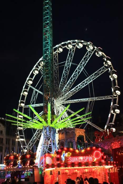 Atracciones del centro de la ciudad de Amsterdam por la noche