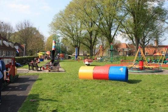Columpios al lado del parque de Enkhuizen
