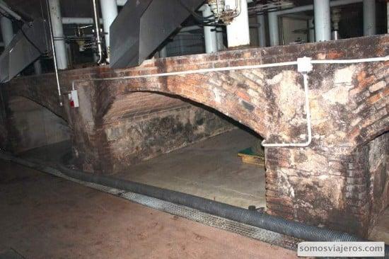 interior cooperativa falset marça. arquitectura para facilitar circulación aire