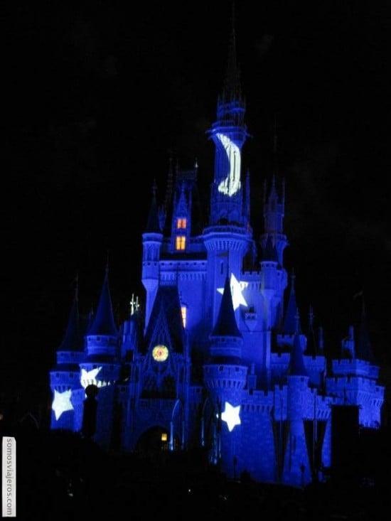Castillo de Cenicienta iluminado con motivo del 40 aniversario Disneyworld