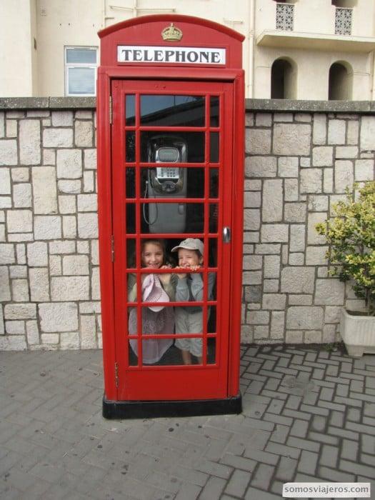Cabina londinense en la entrada de Gibraltar