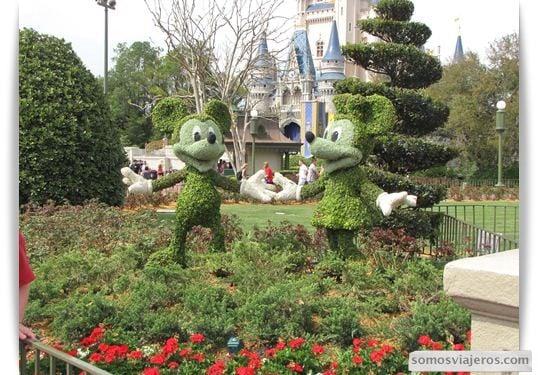 Detalles de jardinería con los personajes Disney