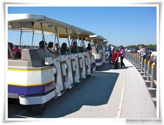Trenecito del parquing al Ferry o Monorail de Magic Kingdom Orlando