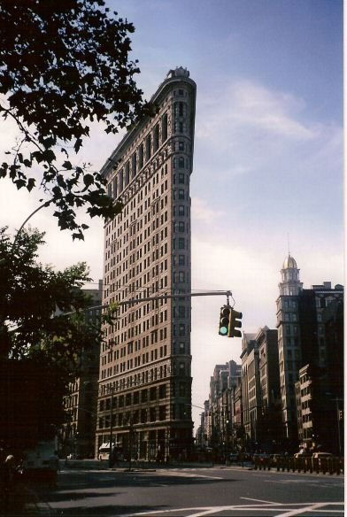 flatiron_building_scaled_comprimido