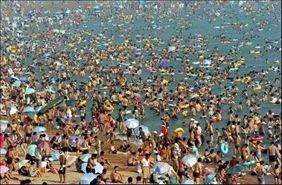 playa_abarrotada