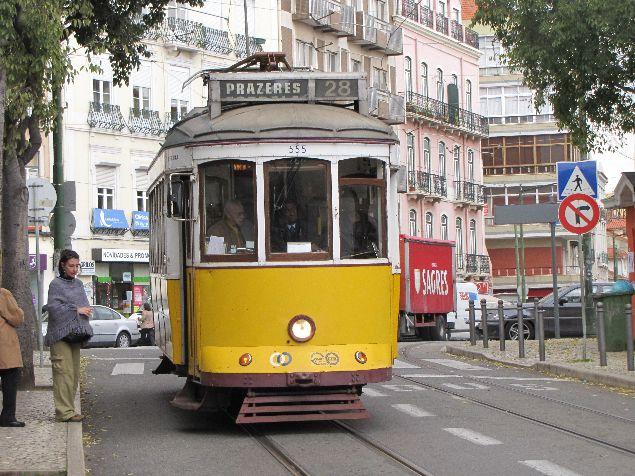 Tipico y turistico tranvia nº28 en Lisboa