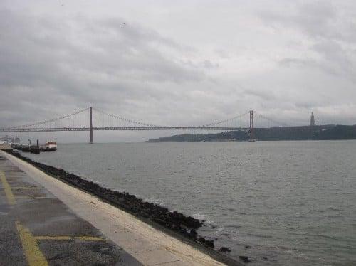 Vista del puente 25 de Abril de Lisboa