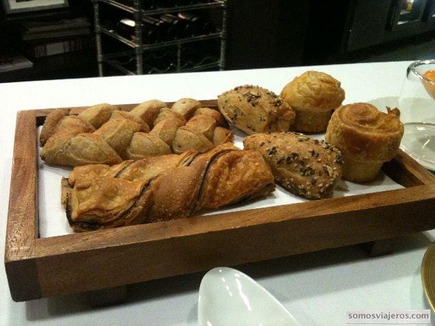 Bandeja de pan del restaurante Caelis