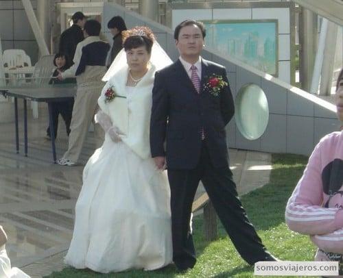 pareja de novios chinos