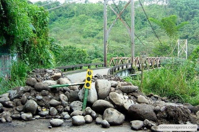 carretera cortada camino de volcan arenal
