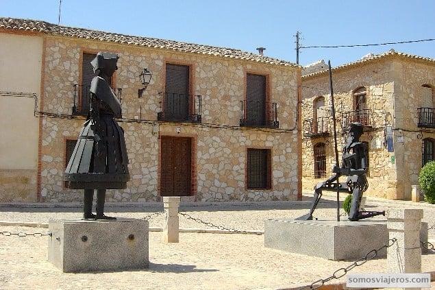 dulcinea y el quijote en El Toboso