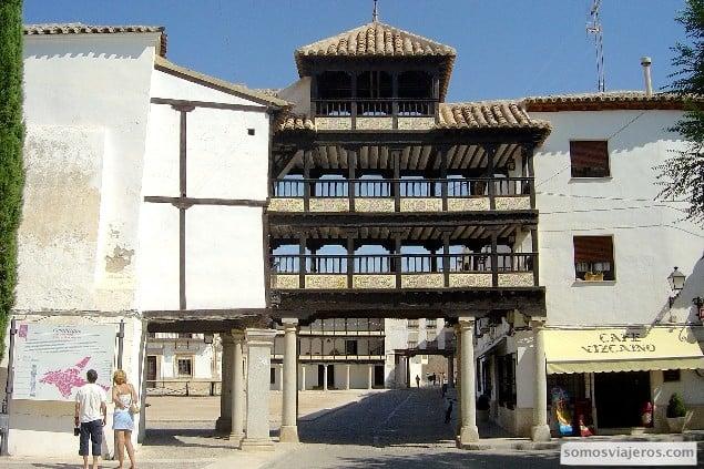 entrada plaza principal de tembleque