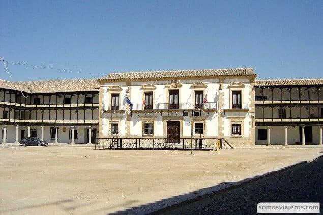plaza mayor de templeque ruta el quijote